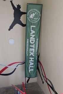 4,5m korkea lippu Landtek Finland Oy