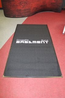 Logoga vaip Basement